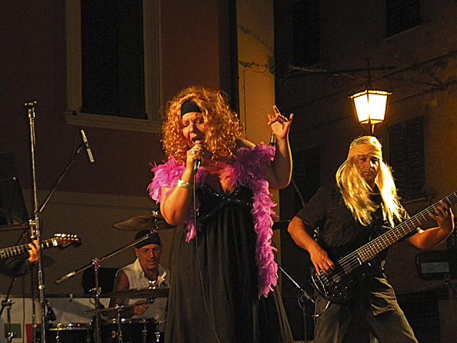 Zeroconfini per Ass.Pe.C: grande concerto per raccolta fondi a Barbara