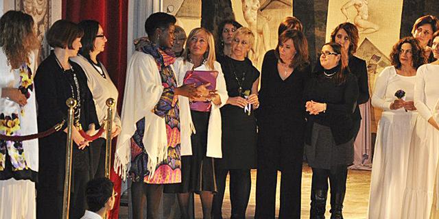 Isoke Aikpitanyi sul palco per Viole per Enza al Teatrino di Corte della Villa Reale, Monza