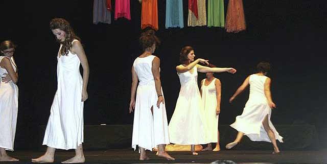 Evento (foto) Viole per Enza a Genova – 28.11.13 – regia e coreografia Luisa Zanoli-02