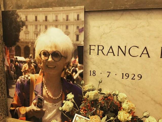 Il Processo nel Processo Milano 13.11.15 Dario Fo sulla tomba di Franca Rame 02