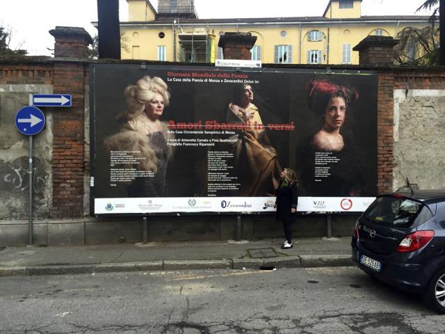 Per la Giornata mondiale della poesia abbiamo dato voce alle donne recluse nel carcere di Sanquirico di Monza. Il grande manifesto è affisso a Monza in via Dei Mille