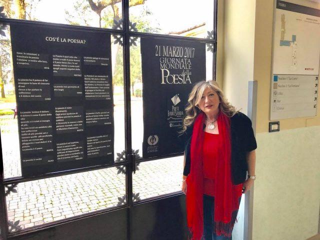 Antonetta Carrabs – Poeti Fuori Strada Monza. Inaugurazione mostra poesie