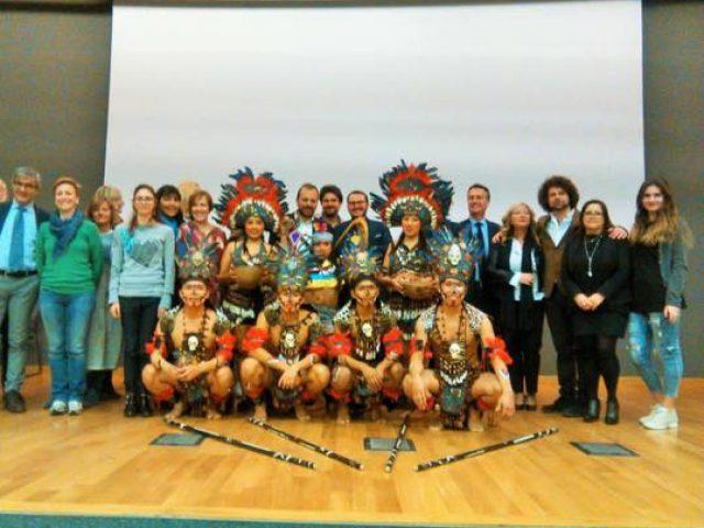 I-relatori-con-il-Gruppo-ACPP-Pasiones-Peruanas-Italia-Poeti-per-la-Cultura-di-Pace-Milano-10.3.17